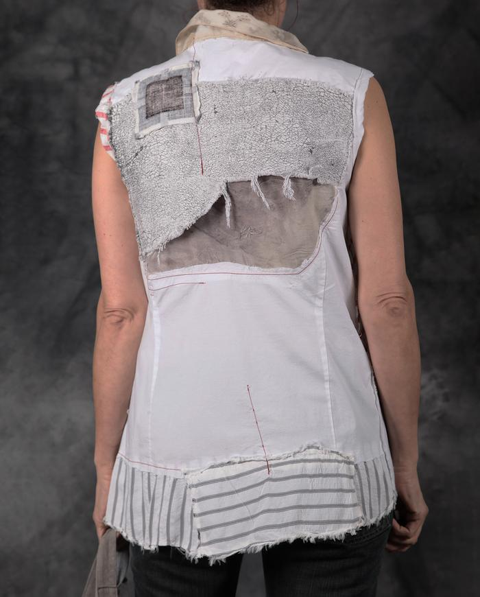 detailed fitted button-down sleeveless top