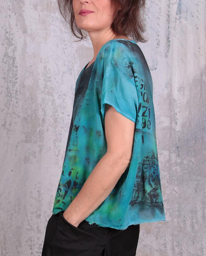 loose-fitting short hand-printed silk top