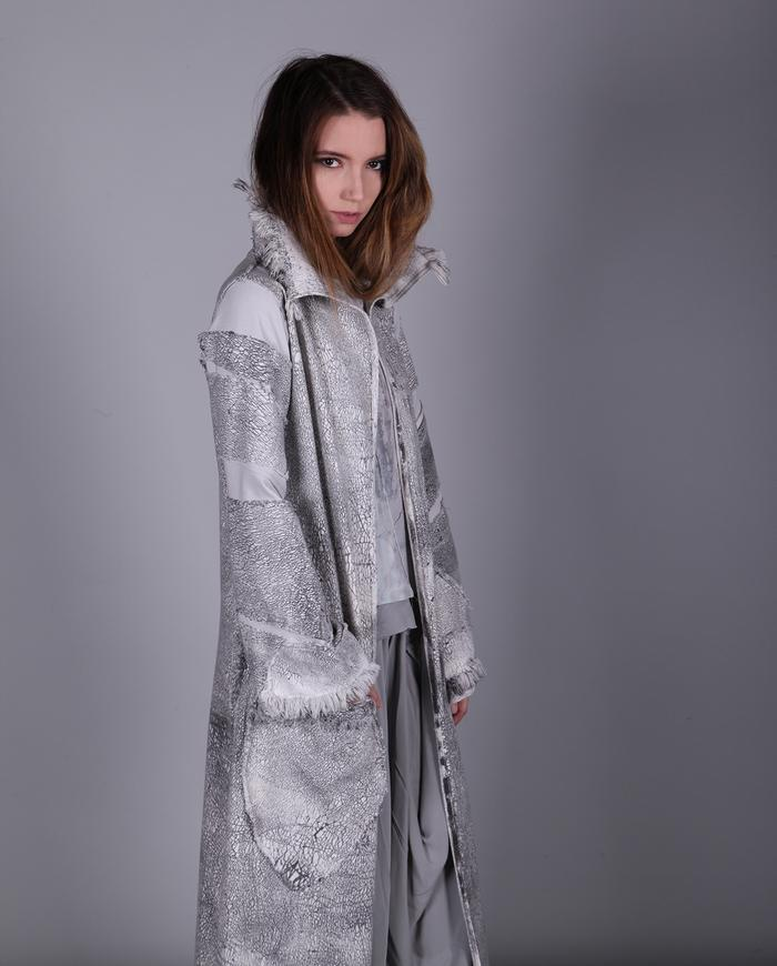 Full length crackle print b&w coat/duster