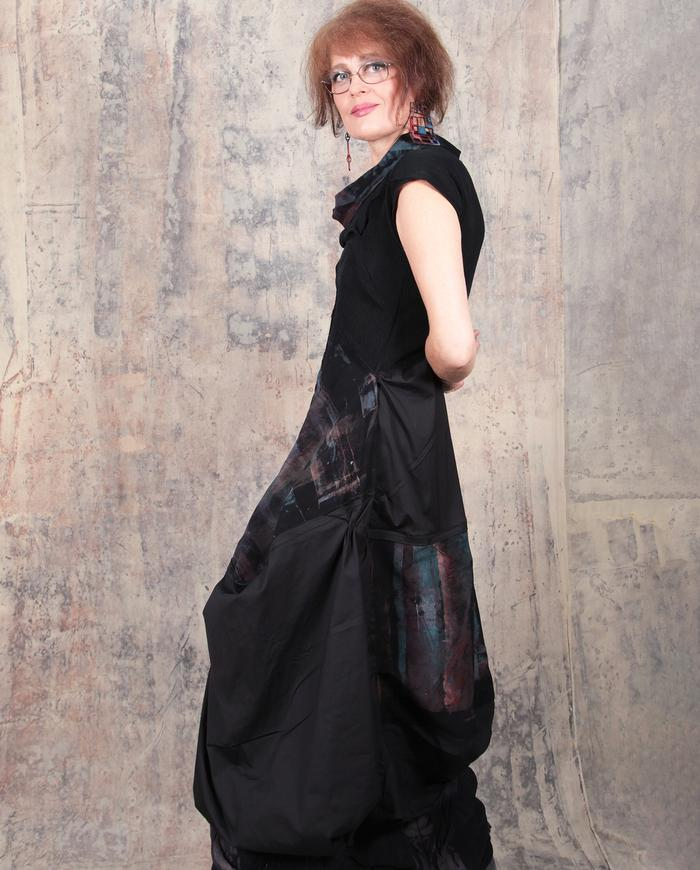 high-waisted bubble midi dress in black with a touch of color