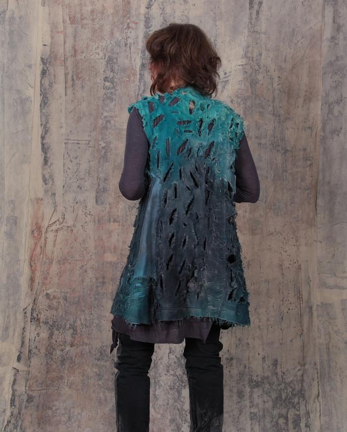 avant-garde edgy fitted ombre canvas vest