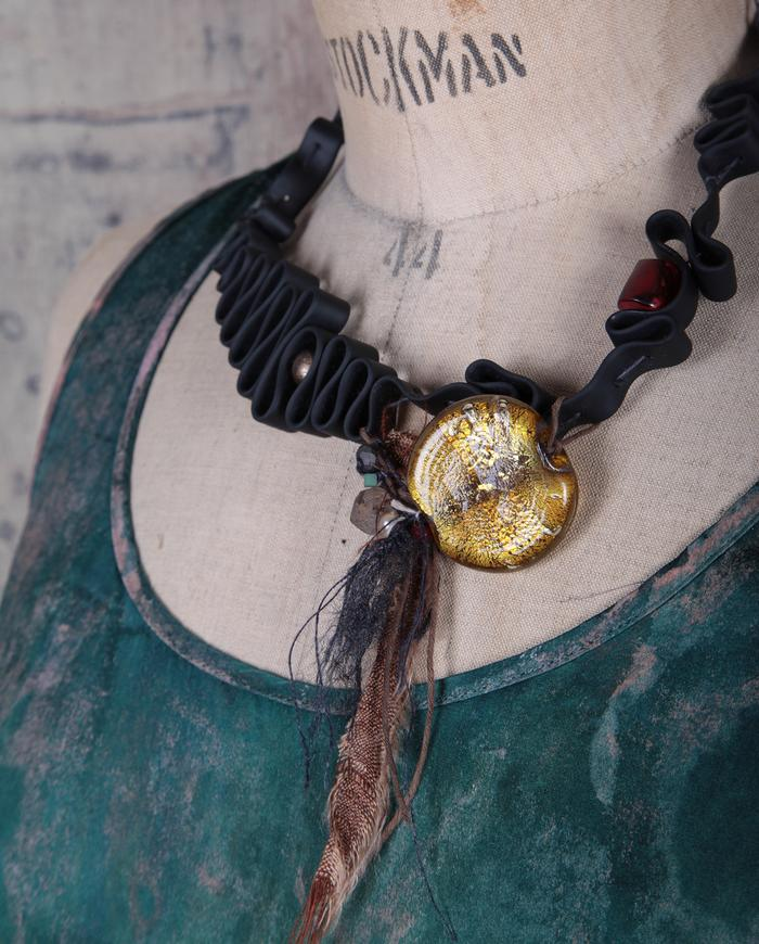 mixed materials short asymmetrical necklace black yellow