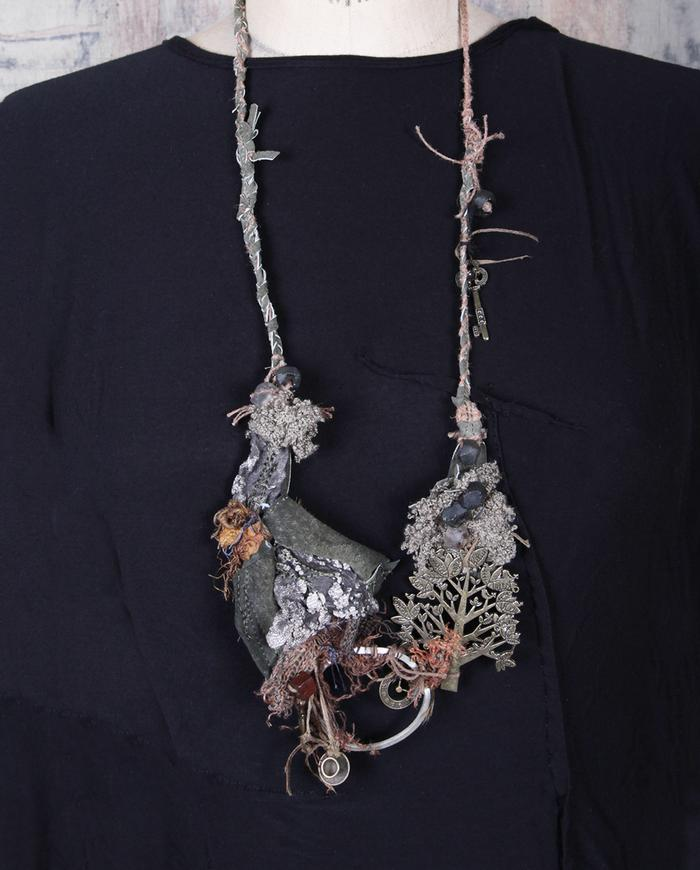 'tree of charms' detailed pendant necklace