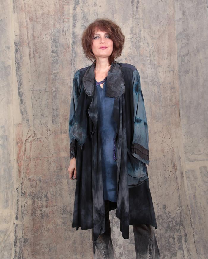 fluid OSFA loose-fitting long crepe jacket