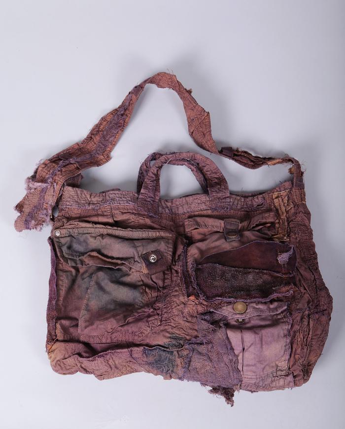 'art to carry' detailed shoulder bag in mauve