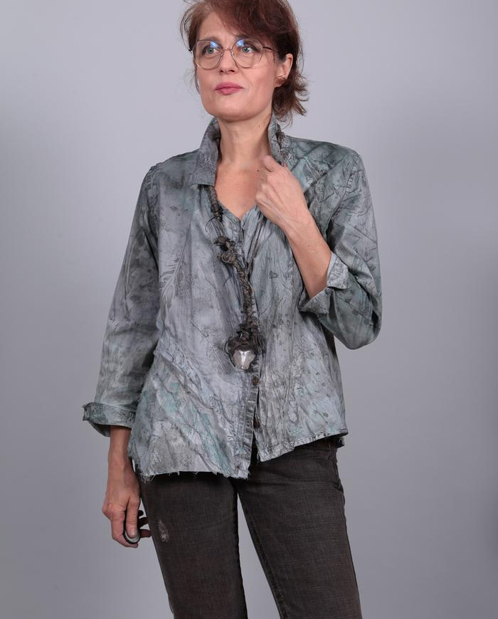 'easy does it' subtle print and color button-down top