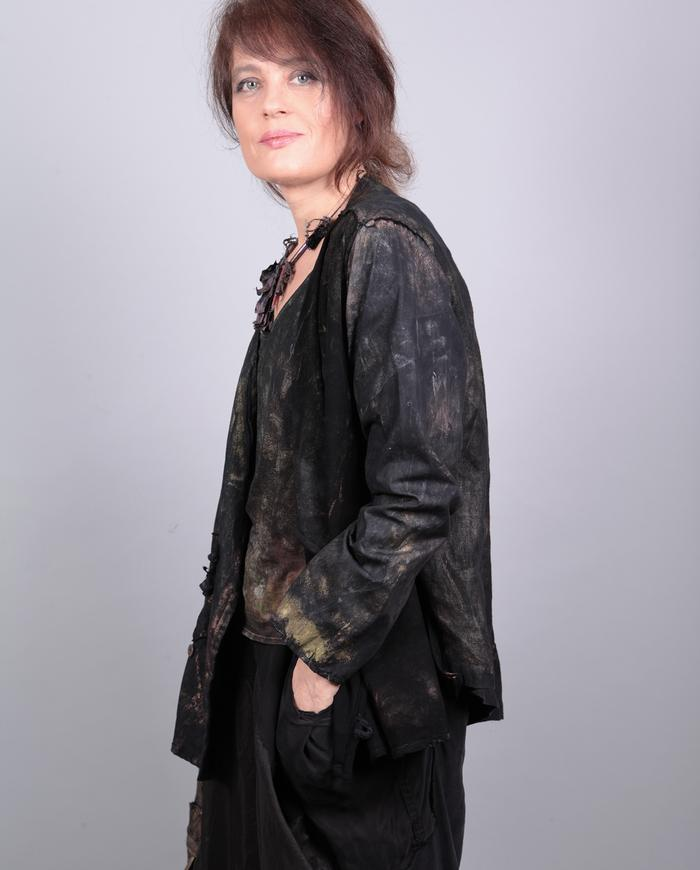 one-size loose-fitting subtle colors  black jacket