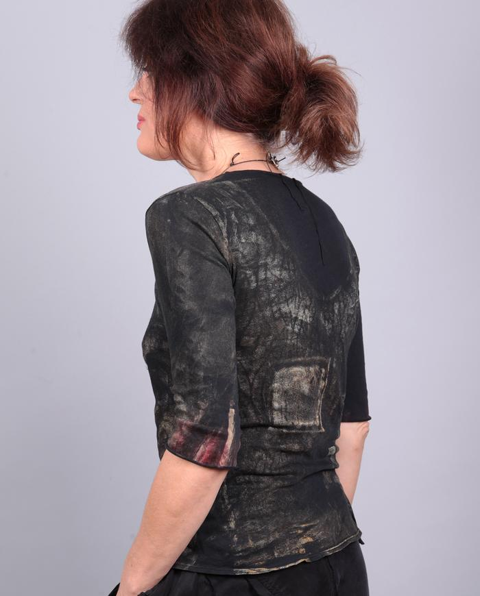 'second skin' low-cut super light painted top