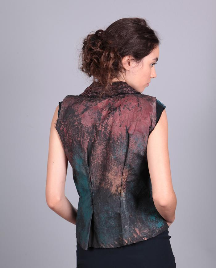 'painted to a crisp' avant-garde fitted short vest or top