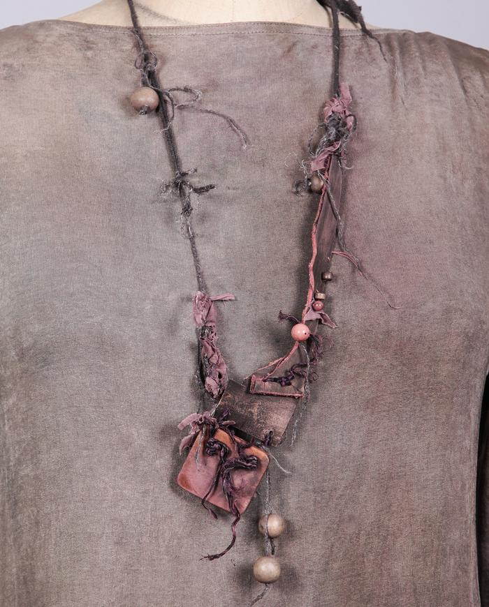 'subtle hint' leather and wood detailed necklace