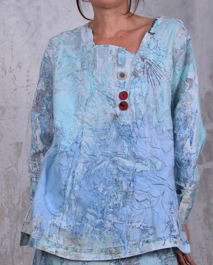 loose-fitting fine linen top in turquoise and blue